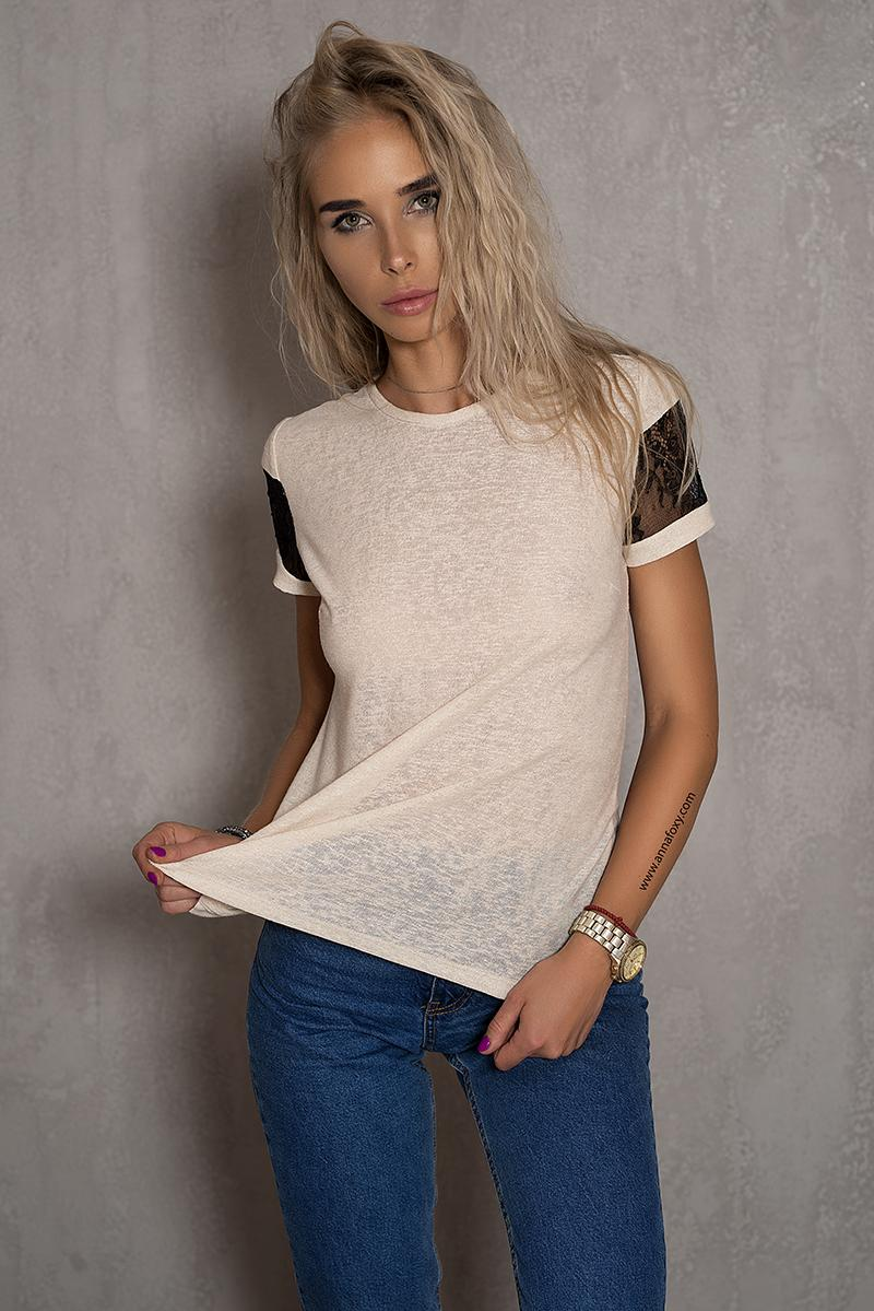 T-Shirt / Milk color / French lace